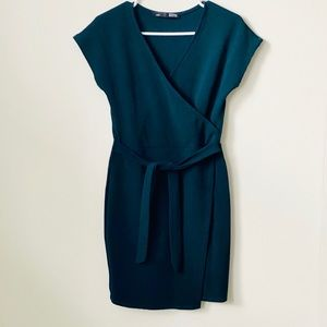💥3/$30 Sexy andClassy GreenV-Neck Dress SizeSmall
